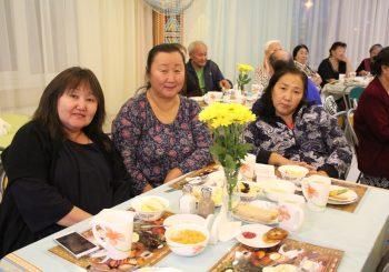 Торжественный вечер открытия смены «Опыт поколений» украсили звезды якутской эстрады
